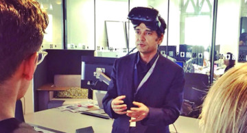 Trezi representative explaining virtual Reality solution as an immersive technology for architect