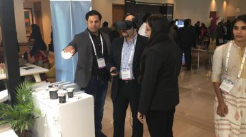 Customer experiencing VR technology at corenet bangalore